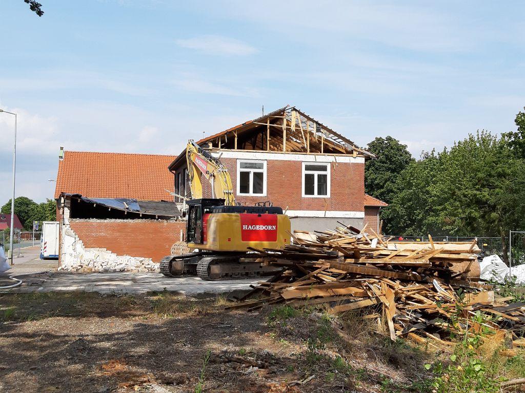 Bereits im Juli begannen die Vorbereitungen für den Abriss. Anfang August 2019 ist unser ehemaliger Schulungsbereich vollständig abgerissen.