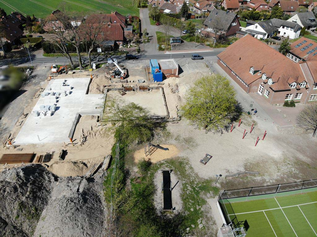 Die Aufnahme zeigt das neue Feuerwehrgerätehaus Otternhagen von der Rückseite aus.