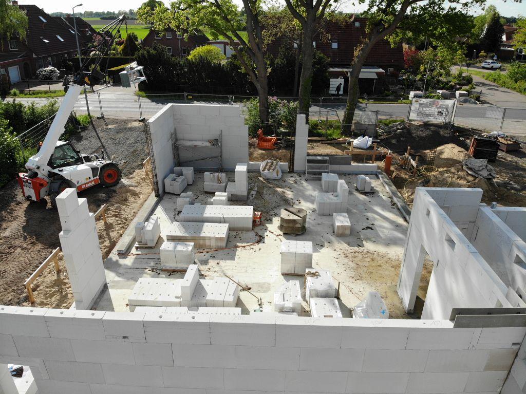 Das Foto zeigt den vorderen Bereich des Dienstgebäudes, in dem der Seminar- bzw. Schulungsraum entsteht.