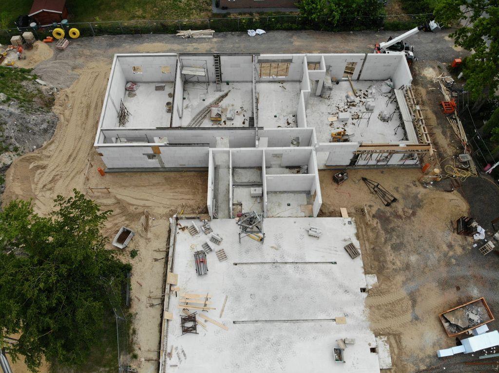 Das Foto zeigt den Baufortschritt am Dienstgebäude des neuen Feuerwehrgerätehauses in Otternhagen.