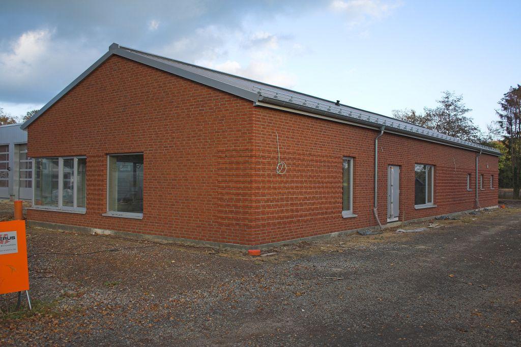 Dieses Foto zeigt das Dienstgebäude des neuen Feuerwehrgerätehauses in Otternhagen.