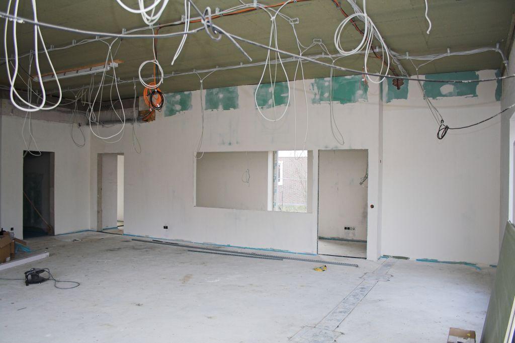 Das Bild zeigt den Küchenbereich des Schulungsraumes im Dienstgebäude des Feuerwehrgerätehauses in Otternhagen.