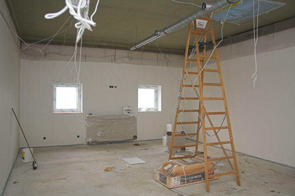 Das Foto zeigt den Umkleideraum für die Feuerwehrmänner der Ortsfeuerwehr Otternhagen.