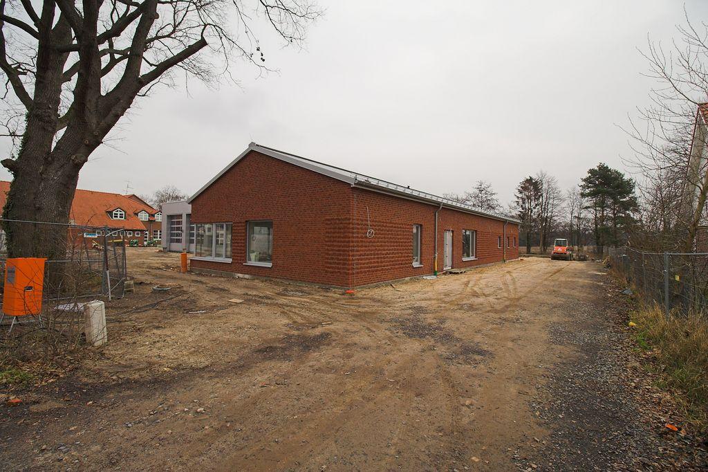 Die Abbildung zeigt das Dienstgebäude des Feuerwehrgerätehauses in Otternhagen.