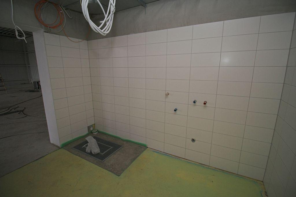 Das Foto zeigt den Raum für die Grob- und Stiefelwäsche.