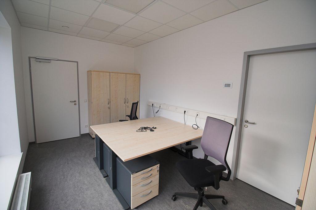 Auch die beiden Büroarbeitsplätze im Feuerwehrgerätehaus Otternhagen wurden bereits mit Büromöbeln ausgestattet.