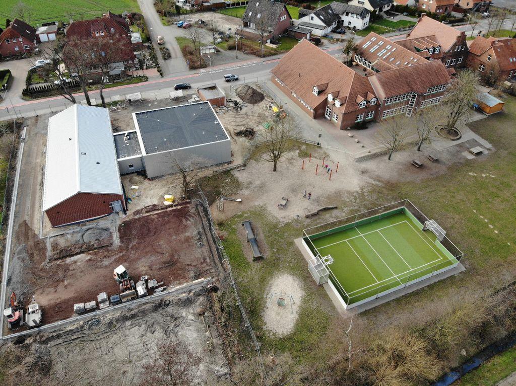 Die Rückseite des neuen Feuerwehrgerätehauses in Otternhagen.