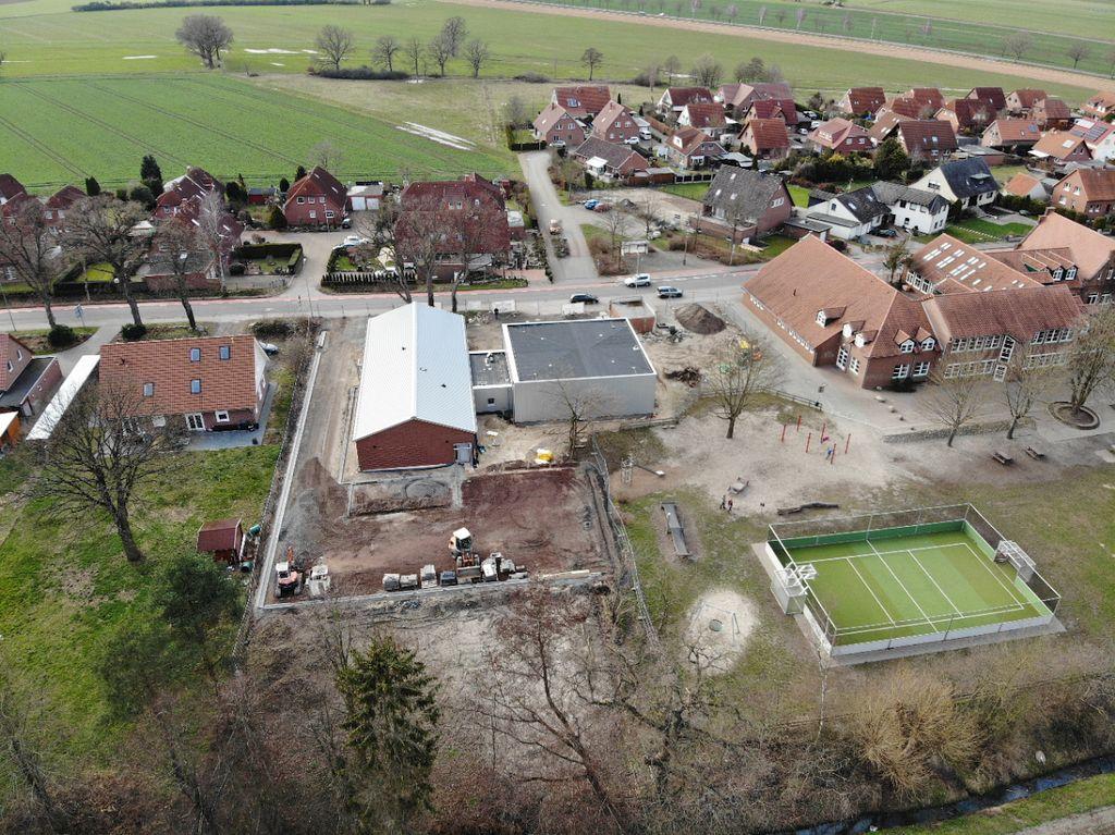 Das neue Feuerwehrgerätehaus Otternhagen und die nähere Umgebung.
