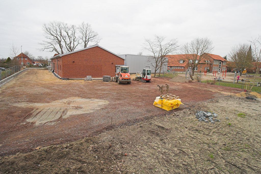 Das Feuerwehrgerätehaus Otternhagen von der Rückseite aus betrachtet.