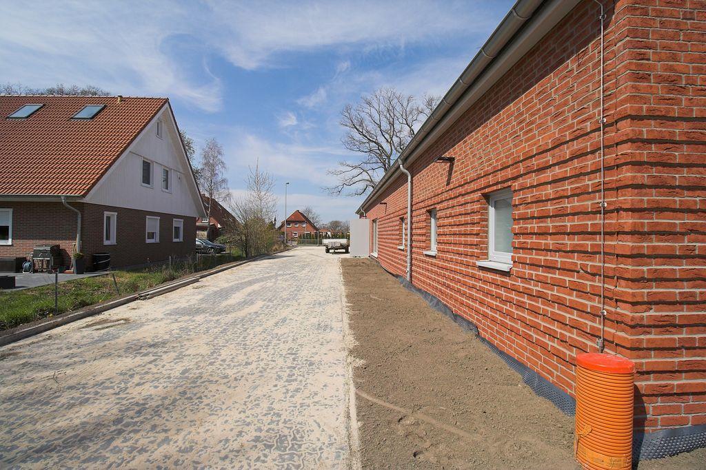 Blick von der Rückseite des Dienstgebäudes in Richtung Otternhagener Straße.