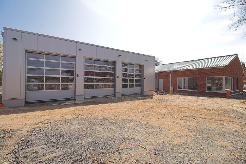 Die Fahrzeughalle des Feuerwehrgerätehauses Otternhagen.