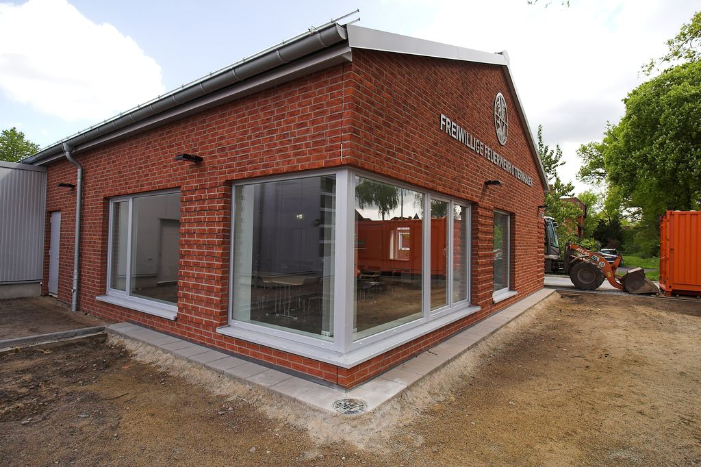 Das Foto zeigt das Dienstgebäude des neuen Feuerwehrgerätehauses in Otternhagen.