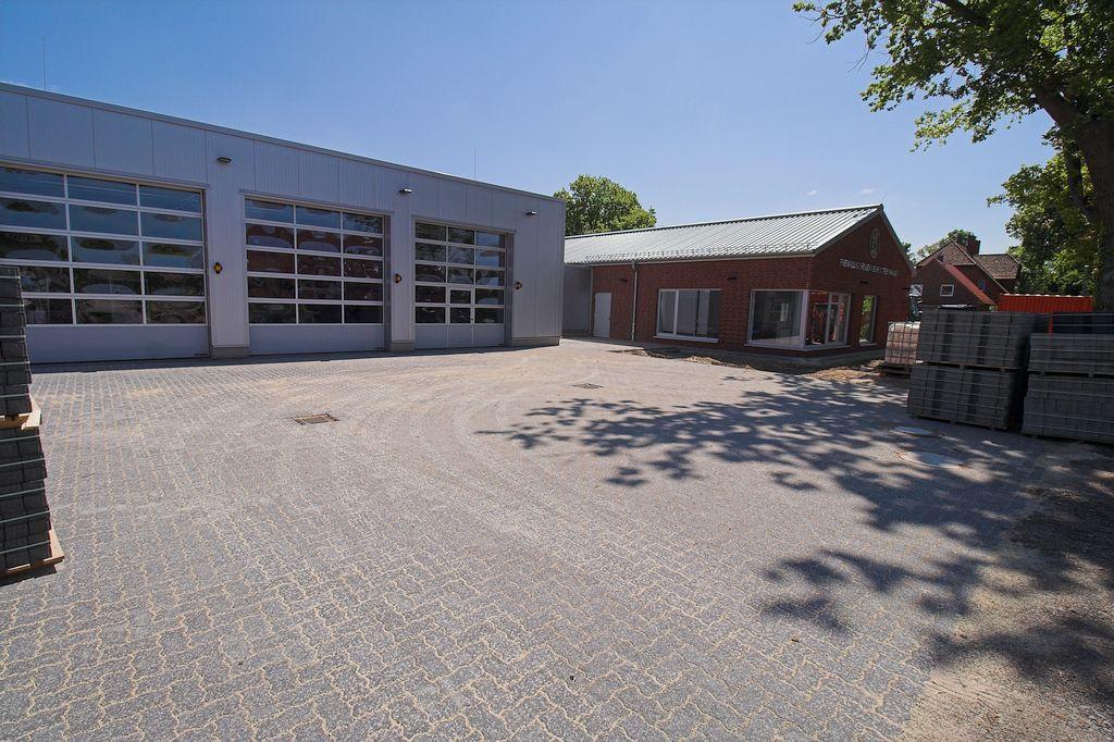 Das Feuerwehrgerätehaus Otternhagen in der Seitenansicht.