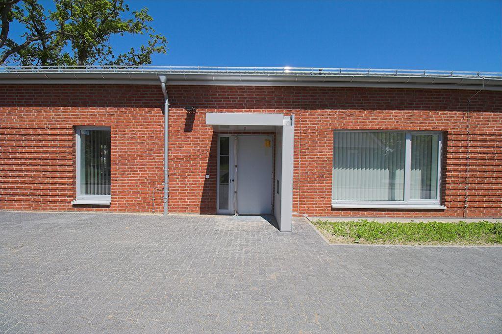 Der Haupteingang des Feuerwehrgerätehauses in Otternhagen.